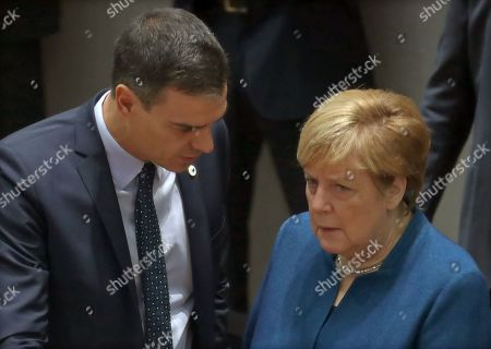 Spain's Prime Minister Pedro Sanchez (L) speaks with Germany's Chancellor Angela Merkel during the second day of a EU Summit in Brussels, Belgium, 18 October 2019. The European Union (EU) and the British government have reached a tentative Brexit deal that still must be ratified.