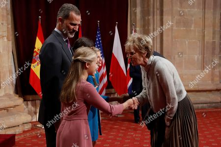 Spain's Crown Princess Leonor (2-L) gives an emblem to US novelist Siri Hustvedt (R), winner of 2019 Princess of Asturias Award for Literature, during an audience in the framework of Princess of Asturias awarding ceremony in Oviedo, northern Spain, 18 October 2019. Princess of Asturias Awards will be handed in a ceremony held at Campoamor Theater later today.