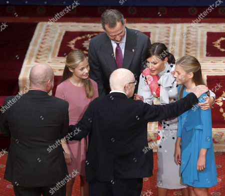 Stock Image of British playwright Peter Brook (C, front), winner of 2019 Princess of Asturias Award for Arts, talks to Spain's Crown Princess Leonor (2-L), King Felipe VI (C), Queen Letizia, and Princess Sofia (R), as he receives an emblem during an audience in the framework of Princess of Asturias awarding ceremony in Oviedo, northern Spain, 18 October 2019. Princess of Asturias Awards will be handed in a ceremony held at Campoamor Theater later today.