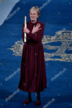 Siri Hustvedt, Leonor. Siri Hustvedt of the US gestures after receiving the Princess of Asturias Award for Literature 2019 from Spain's Princess of Asturias Leonor, at a ceremony in Oviedo, northern Spain
