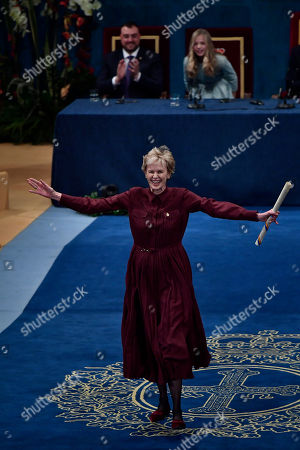 Siri Hustvedt, Leonor. Siri Hustvedt of the US gestures after receiving Princess of Asturias Award for Literature 2019 from Spain's Princess of Asturias Leonor, at a ceremony in Oviedo, northern Spain