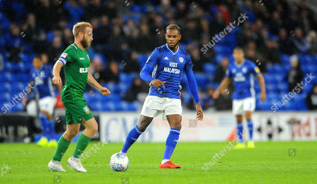 Leandro Bacuna of Cardiff City tries to hold up Barry Bannan of Sheffield Wednesday- Mandatory by-line: Nizaam Jones/JMP