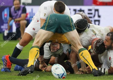 David Pocock (C-bottom) of Australia in action during the Rugby World Cup quarter-final match between England and Australia, in Oita, Japan, 19 October 2019.