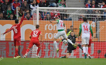 14.10.2019, Football 1. Bundesliga 2019/2020, 8. match day, FC Augsburg - FC Bayern Muenchen, in WWK-Arena Augsburg. goalkeeper Manuel Neuer (FC Bayern Muenchen) holt einen  des Gegners heraus. middle: Alfred Finnbogason (FC Augsburg).