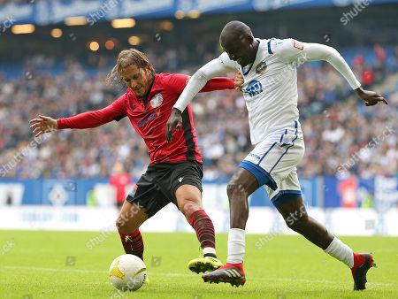 13.10..2019, Football Abschiedsspiel Rafael van Vaart, Rafa's HSV Stars - Rafa's All Stars Volksparkstadium Hamburg. (L-R) Michel Salgado (Rafa's All Stars)  -  Thimothee Atouba (Rafa's HSV Stars)