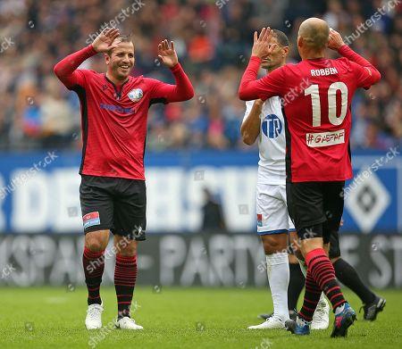 13.10..2019, Football Abschiedsspiel Rafael van Vaart, Rafa's HSV Stars - Rafa's All Stars Volksparkstadium Hamburg. celebration (L-R) Rafael van Vaart (Rafa's All Stars) and scorer Arjen Robben (Rafa's All Stars)   1:1