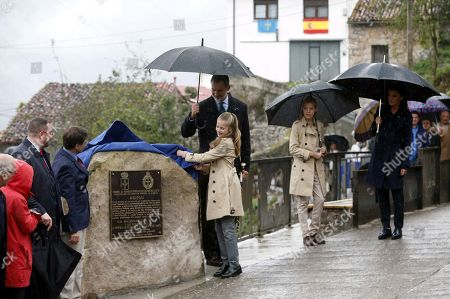 King Felipe VI of Spain (·R) , Queen Letizia (R) and infanta Sofia (2R) look on as Crown Princess Leonor (C) unveils the plaque of the Exemplary Town of Asturias Award for the small village of Asiegu in Asturias, Spain, 19 October 2019. The town was awarded with the traditional prize for keeping their traditions and for their project of rural development.