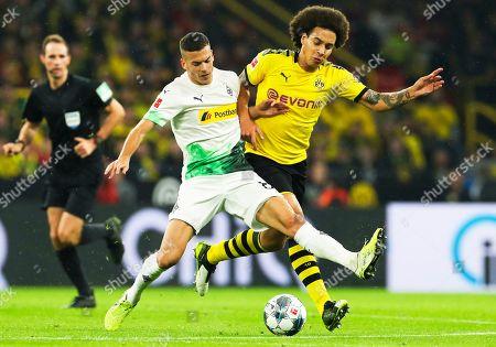 Moenchengladbach's Laszlo Benes (C) in action against Dortmund's Axel Witsel (R) during the German Bundesliga soccer match between Borussia Dortmund and Borussia Moenchengladbach in Dortmund, Germany, 19 October 2019.