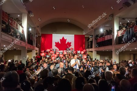 Crowds and Justin Trudeau