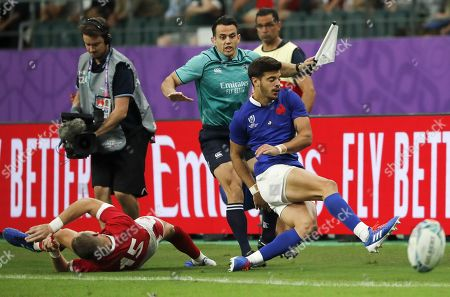 Romain Ntamack of France (R) in action with Liam Williams of Wales (L) during the Rugby World Cup quarter-final match between Wales and France in Oita, Japan, 20 October 2019.