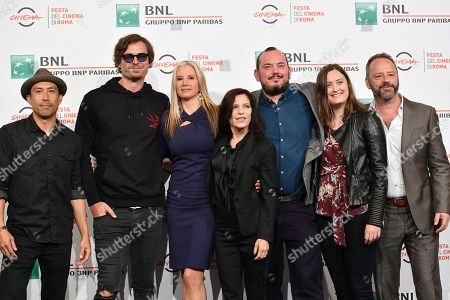 The director Melora Walters and the cast with Mira Sorvino, Gil Bellows, Christopher Backus