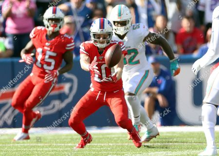 Buffalo Bills wide receiver Cole Beasley catches a pass in front on Miami Dolphins middle linebacker Raekwon McMillan (52) in the second half of an NFL football game, in Orchard Park, N.Y