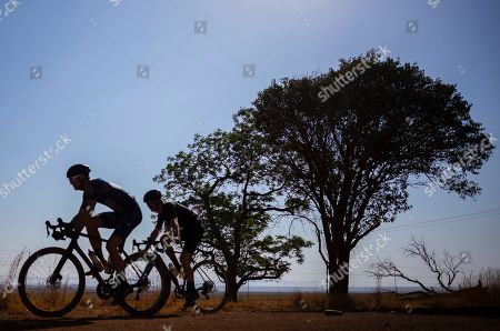 epa07936814 The three leaders and eventual podium racers (L-R) Craig Uria, Dusty Day, and Luke Roberts ride together on a section of fast gravel road during the inaugural SouthxSoutheast gravel fondo bicycle race on the open dirt roads south of Johannesburg, South Africa, 20 October 2019. South Africa has 450,000km of dirt roads and the popularity of the relatively new cycling discipline of gravel racing is ideally suited to the country.