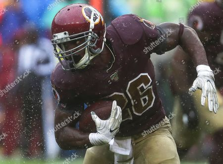 Washington Redskins RB Adrian Peterson (26) in action during a game against the San Francisco 49ers at FedEx Field in Landover, Maryland on Photo/ Mike Buscher / Cal Sport Media