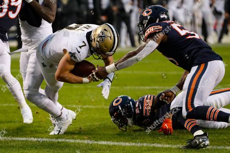 Danny Trevathan, Taysom Hill. New Orleans Saints quarterback Taysom Hill (7) dives in for a touchdown in front of Chicago Bears inside linebacker Danny Trevathan (59) during the second half of an NFL football game in Chicago