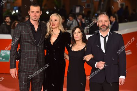 Christopher Backus, Mira Sorvino, Melora Walters and Gil Bellows