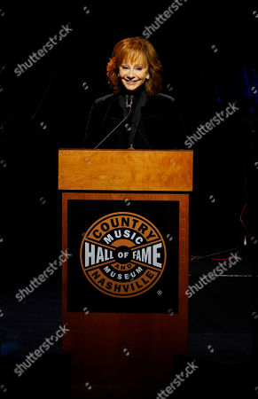 Stock Image of Reba McEntire talks about Brooks & Dunn during the 2019 Medallion Ceremony at the Country Music Hall of Fame and Museum on in Nashville, Tenn
