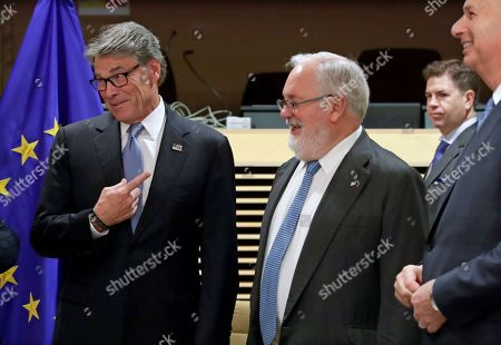 European Commissioner for climate action and energy Miguel Arias Canete (C) and US Secretary of Energy Rick Perry (L) during the EU-US high-level forum on small modular reactors (SMR) in Brussels, Belgium, 21 October 2019. The forum is hosted by the European Commission and the US Department of Energy (DOE).