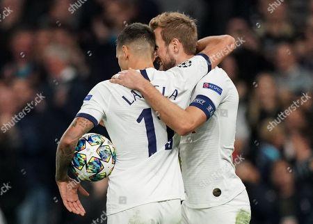 Erik Lamela of Tottenham Hotspur celebrates scoring a goal with Harry Kane of Tottenham Hotspur