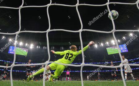 Milan Borjan of Red Star  concedes 4th goal from  Erik Lamela of Tottenham Hotspur