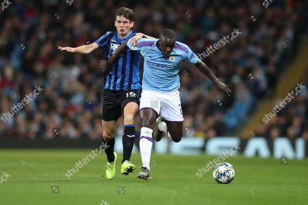 Marten de Roon of Atalanta and Benjamin Mendy of Manchester City