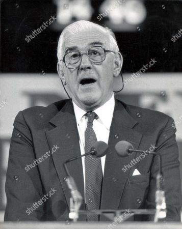 Marmaduke Hussey Speaking At The Albert Hall... Lord (marmaduke) Hussey - 1988 Picture Desk ** Pkt 1851 - 131055