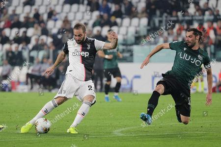 Gonzalo Higuain of Juventus and Andrea Poli of Bologna