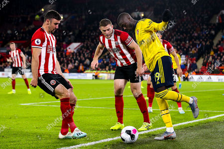 Nicolas Pepe of Arsenal takes on Jack O'Connell of Sheffield United and George Baldock of Sheffield United