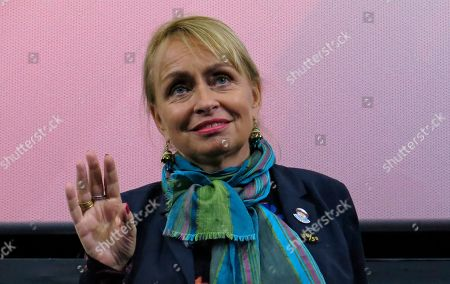 """French filmmaker Rosalie Varda waves during the presentation of the film """"Vagabond,"""" directed by her late mother Agnes Varda, during the Morelia Film Festival in Morelia, Mexico"""
