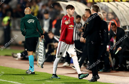 James Garner of Manchester United shakes hands with Manchester United Manager Ole Gunnar Solskjaer after he is substituted.