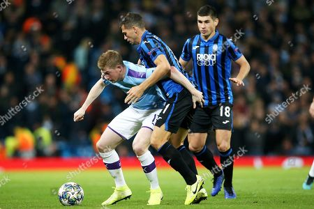 Manchester City midfielder Kevin De Bruyne (17) holds off the challenge from Atalanta midfielder Remo Freuler (11) during the Champions League match between Manchester City and Atalanta at the Etihad Stadium, Manchester