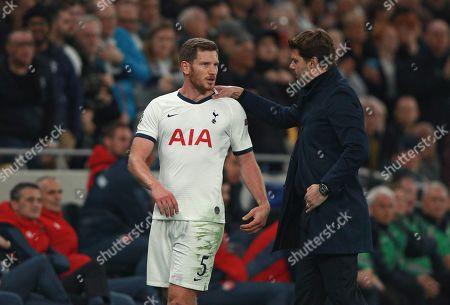 Tottenham's Jan Vertonghen speaks to Tottenham's manager Mauricio Pochettino during the Champions League, group B, soccer match between Tottenham and Red Star Belgrade, at the Tottenham Hotspur stadium in London