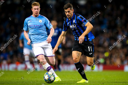 Remo Freuler of Atalanta goes past Kevin De Bruyne of Manchester City