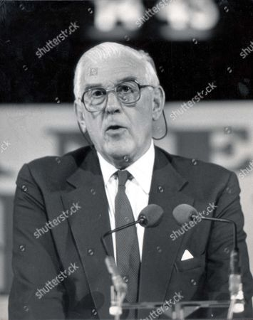Marmaduke Hussey Speaking At The Albert Hall... Lord (marmaduke) Hussey - 1988 Picture Desk ** Pkt 1851 - 131054