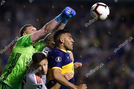 River Plate's goalkeeper Franco Armani (L) in action during the Copa Libertadores semifinal soccer match between Boca Juniors and River Plate at La Bombonera Stadium, in Buenos Aires, Argentina, 22 October 2019.