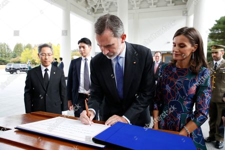 King Felipe VI of Spain (C) and Queen Letizia (2-R) sign the guest book during their visit to the National Cemetery in Seoul, South Korea, 23 October 2019. King Felipe VI and Queen Letizia of Spain arrived in South Korea on a two-day visit to develop the bilateral relationship between the two nations.