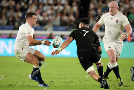 George Ford - England fly half passes inside to Dan Cole as Ardie Savea closes in to tackle.