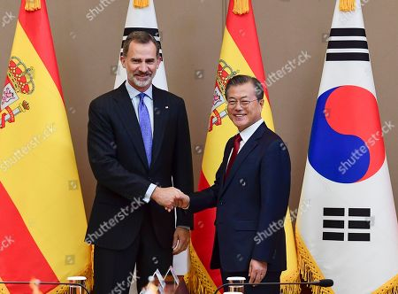 King Felipe VI (L) of Spain and South Korean President Moon Jae-in (R) shake hands prior to their meeting at the presidential Blue House in Seoul, South Korea, 23 October 2019. King Felipe VI and Queen Letizia of Spain arrived in South Korea for a two-day visit to develop the bilateral relationship between the two nations.