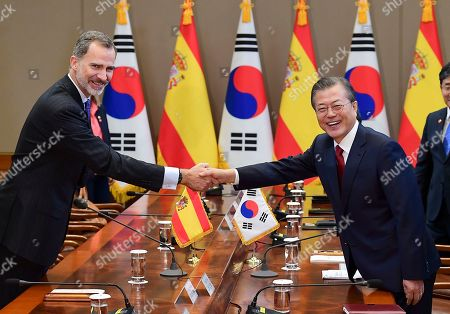 King Felipe VI (L) of Spain and South Korean President Moon Jae-in (R) shake hands during their meeting at the presidential Blue House in Seoul, South Korea, 23 October 2019. King Felipe VI and Queen Letizia of Spain arrived in South Korea for a two-day visit to develop the bilateral relationship between the two nations.