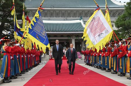 South Korean President Moon Jae-in (C, right) and King Felipe VI of Spain (C, left) inspect an honor guard at the presidential office in Seoul, South Korea, 23 October 2019. King Felipe VI and Queen Letizia of Spain arrived in South Korea for a two-day visit to develop the bilateral relationship between the two nations.