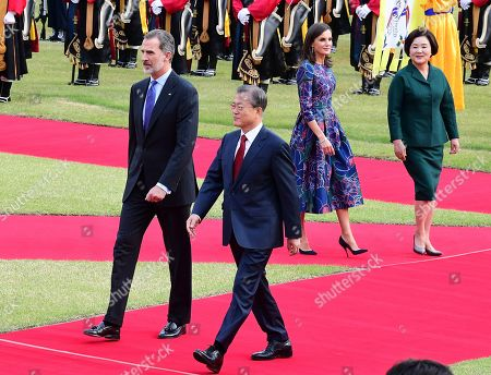 South Korean President Moon Jae-in (2-L) and King Felipe VI of Spain (L) inspect an honor guard at the presidential office in Seoul, South Korea, 23 October 2019. King Felipe VI and Queen Letizia of Spain arrived in South Korea for a two-day visit to develop the bilateral relationship between the two nations.