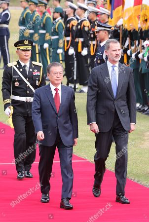 South Korean President Moon Jae-in (2-L) and King Felipe VI of Spain (R) inspect an honor guard at the presidential office in Seoul, South Korea, 23 October 2019. King Felipe VI and Queen Letizia of Spain arrived in South Korea on a two-day visit to develop the bilateral relationship between the two nations.