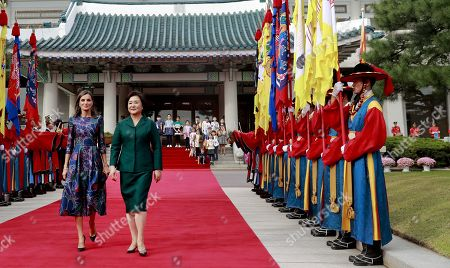 Queen Letizia of Spain (L) and South Korean First Lady, Kim Jung-sook (R) attend a welcome ceremony held in Seoul, South Korea, 23 October 2019. King Felipe VI and Queen Letizia of Spain are on an official two-day visit to South Korea for the first time. They aim to develop the bilateral relationship between the two nations.