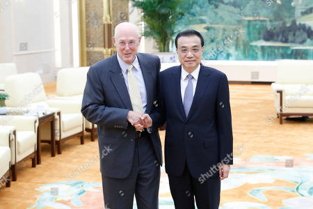 Chinese Premier Li Keqiang (R) shakes hands with former United States Secretary of the Treasury Henry Paulson (L) before a meeting at the Great Hall of the People in Beijing, China, 23 October 2019.