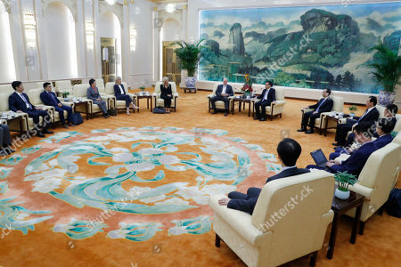 Chinese Premier Li Keqiang (C, right) and former United States Secretary of the Treasury Henry Paulson (C, left) speak during a meeting at the Great Hall of the People in Beijing, China, 23 October 2019.
