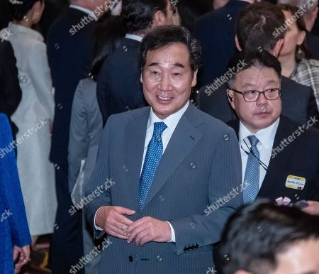 South Korean Prime Minister Lee Nak-yeon (L) during the cocktail party during a cocktail party before a banquet for newly enthroned Emperor Naruhito, hosted by Japan's Prime Minister and his wife, at a hotel in Tokyo, Japan, 23 October 2019.