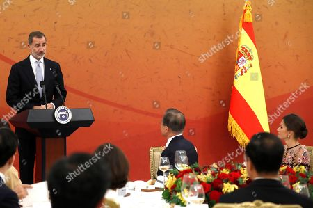 Stock Picture of King Felipe VI of Spain (L) delivers a speech during the official dinner hosted by South Korean President Moon Jae-in (C), in Seoul, South Korea, 23 October 2019. King Felipe VI and Queen Letizia of Spain visit officially South Korea for the first time on a two-day visit to develop the bilateral relationship between the two nations.