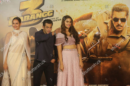 """Salman Khan, Sonakshi Sinha, Saiee Manjrekar. Bollywood actors Salman Khan, center, Sonakshi Sinha, left, and Saiee Manjrekar attend the trailer launch of his upcoming film """"Dabangg 3"""", or Fearless 3, in Mumbai, India, . Dabangg 3, a story of a fearless police officer, is scheduled for release on Dec. 20"""