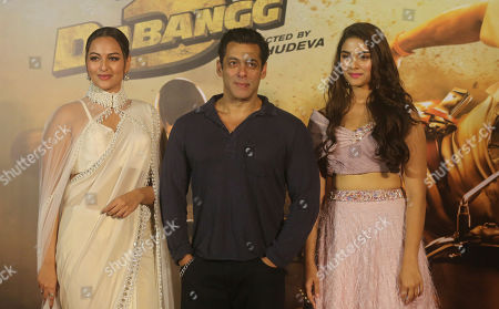 """Salman Khan, Saiee Manjrekar, Sonakshi Sinha. Bollywood actors Salman Khan, center, Sonakshi Sinha, left, and Saiee Manjrekar, right, attend the trailer launch of their upcoming film """"Dabangg 3"""", or Fearless 3, in Mumbai, India, . Dabangg 3, a story of a fearless police officer, is scheduled for release on Dec. 20"""