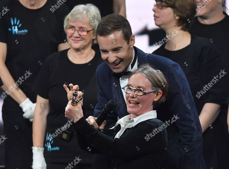 German TV presenter Kai Pflaume (L) and Laureate Ines Helke (R) of Inclusions Chor Hands-up Hamburg talk during the 'Goldene Bild der Frau' ('Golden picture of the woman') awarding ceremony in Hamburg, northern Germany, 23 October 2019. The 'Goldene Bild der Frau' is awarded to women in voluntary positions.